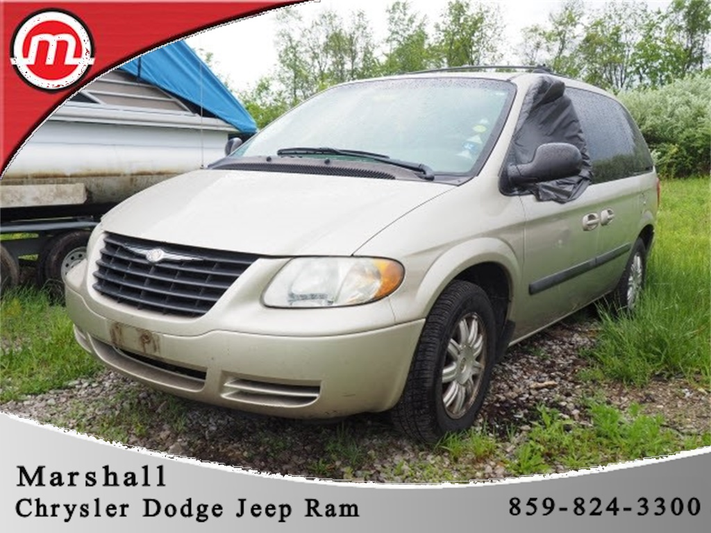 Pre-Owned 2005 Chrysler Town & Country Base